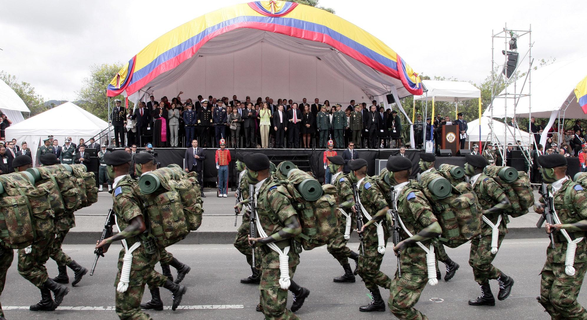 Foto | OP Cancillería - Las Fuerzas Militares y la Policía Nacional, marchando en la ciudad de Bogotá.