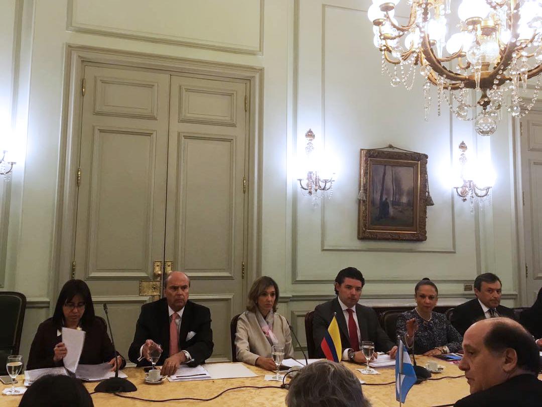 Viceministra Patti Londoño y homólogo de Argentina, Guillermo Daniel ...