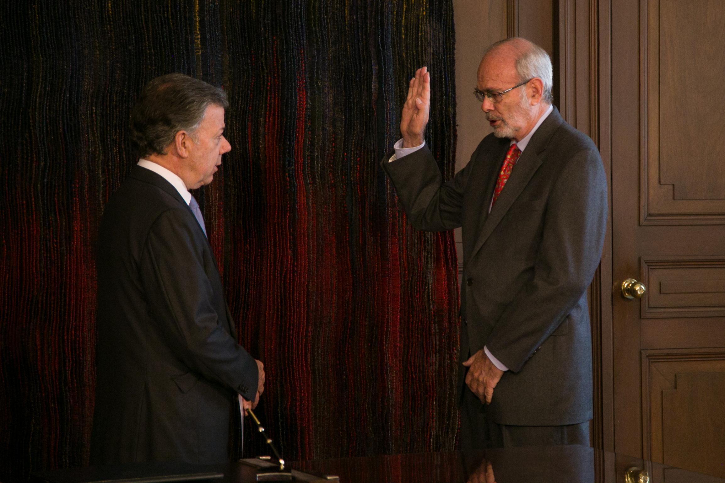 Presidente Santos posesionó al nuevo embajador de Colombia ...