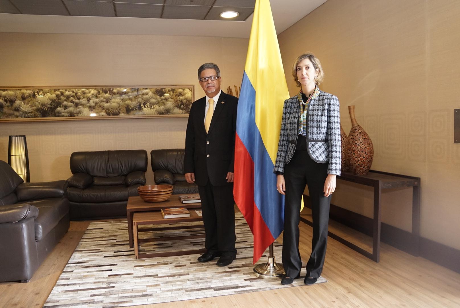 Ministro De Relaciones Exteriores De El Salvador Esta En Colombia