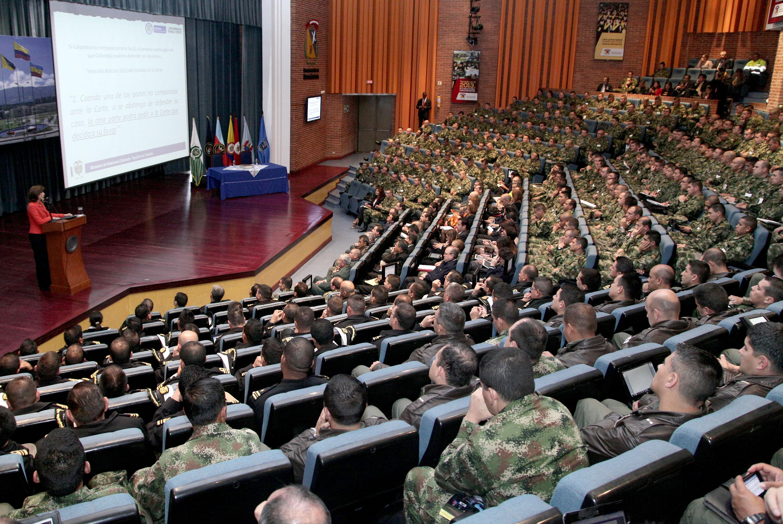 Canciller holgu n explic en conferencia en la escuela for Ministerio del interior direccion como llegar