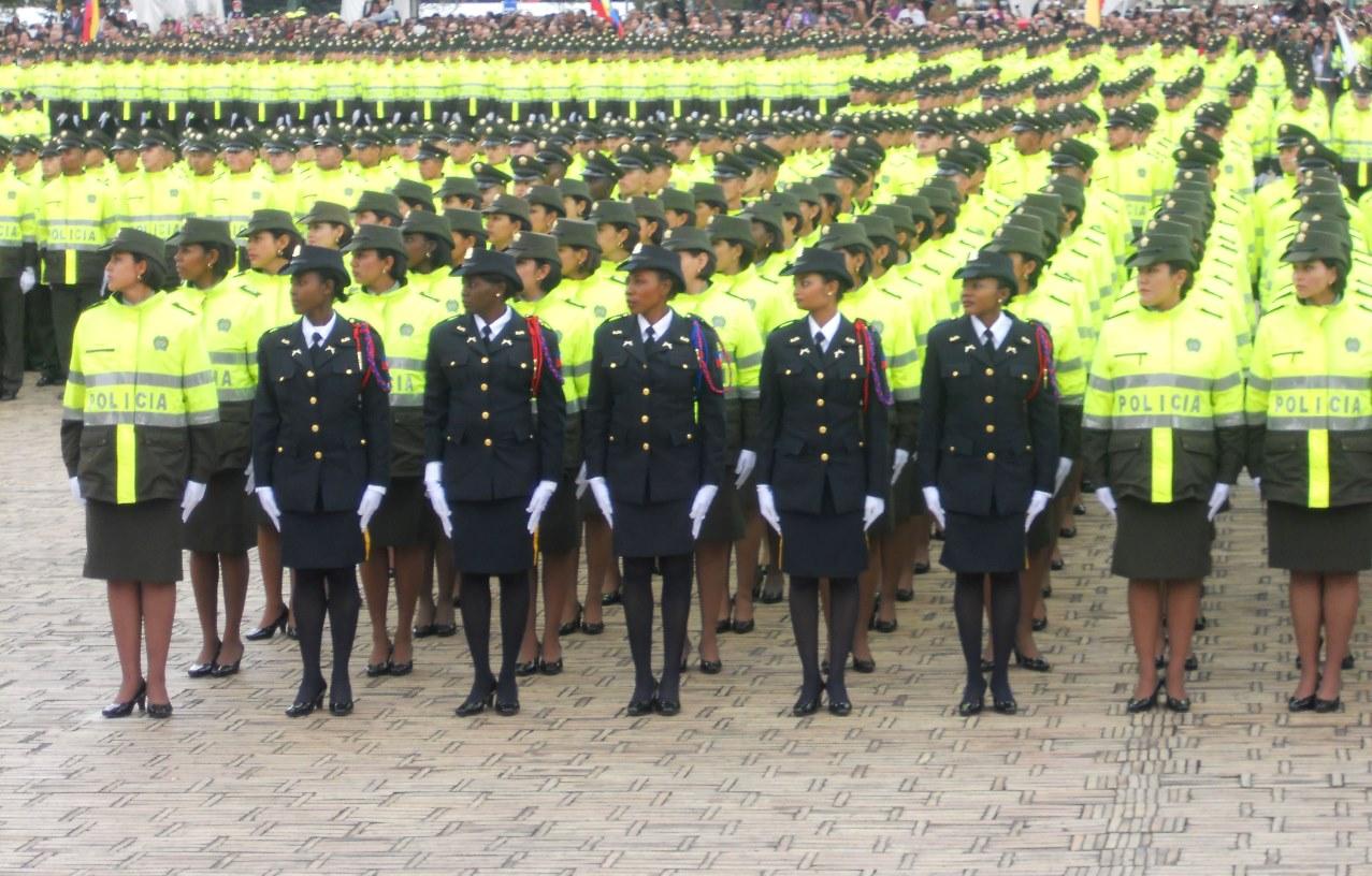 Fotograf as de la semana del 9 al 13 de diciembre de 2013 for Ministro de la policia nacional