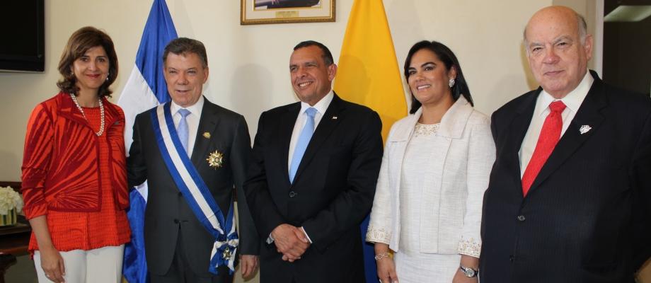 En im genes canciller holgu n acompa al presidente santos a transmisi n de mando en la for Relaciones exteriores honduras