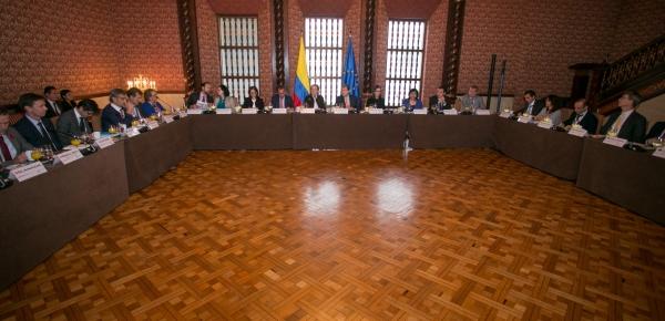 """""""Este país tiene 32 departamentos. Ya hay comunidades venezolanas en 24 departamentos del país más la capital de la República"""": Canciller Trujillo al Grupo de Cooperantes"""