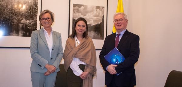 La Viceministra Adriana Mejía dialogó con el Enviado Especial de la Unión Europea para Asuntos de Paz, Eamon Gilmore, sobre los avances de la Política Paz con Legalidad