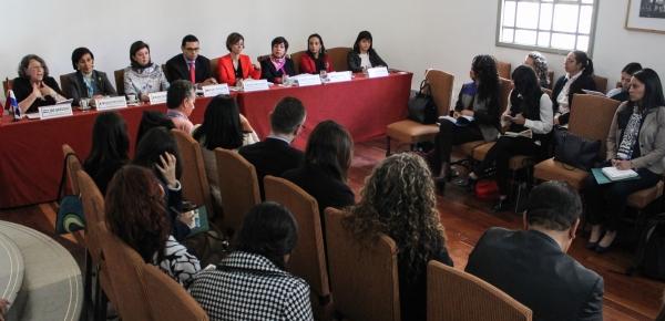 Atendiendo la importancia que reviste la Convención sobre la Eliminación de todas las Formas de Discriminación contra la Mujer -CEDAW-, instrumento que fue aprobado por la Asamblea General de Naciones Unidas en 1979, con el apoyo de ONU Mujeres y la Consejería Presidencial para la Equidad de la Mujer, la Cancillería realizó el Taller Interinstitucional a través del cual se abordaron los temas centrales de la Convención y su contenido, la importancia y objetivo de la presentación de informes