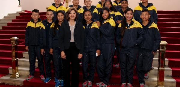 Cancillería despidió a jóvenes de Puerto Leguízamo que viajan a Polonia para vivir un intercambio de Diplomacia Deportiva
