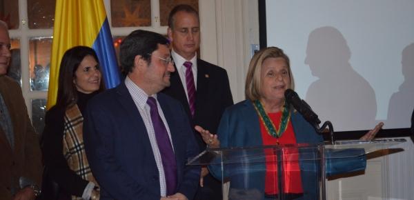 Embajador Francisco Santos impuso la Orden de San Carlos a Ileana Ros-Lehtinen, Representante a la Cámara de Estados Unidos