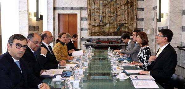 """""""Contamos con que Italia continúe siendo un aliado estratégico de nuestro país"""": Ministra Holguín durante reunión con su homólogo italiano, Angelino Alfano"""