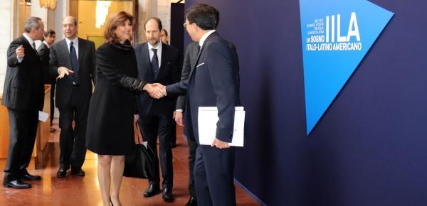 Representantes de gobiernos latinoamericanos, entre ellos la Canciller María Ángela Holguín, asisten a la VIII Conferencia Italia – América Latina y el Caribe