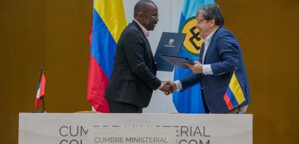 Canciller Holmes Trujillo firmó acuerdos en materia de servicios aéreos, educación y cultura con países del Caribe