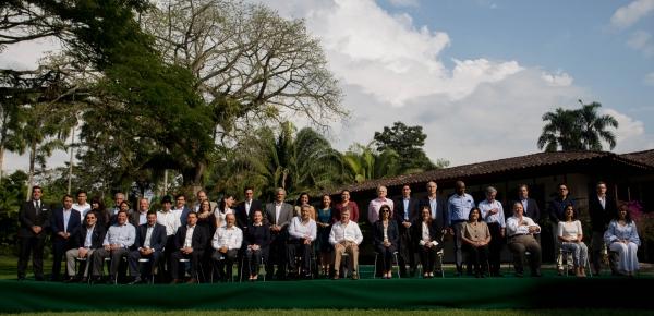 Foto oficial del VI Gabinete Binacional Colombia y Ecuador realizado en Pereira