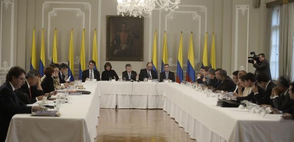 El Jefe del Estado, en compañía de la Canciller Holguín y otros ministros y consejeros presidenciales, sostuvo un encuentro con los gobernadores de zonas que tienen zonas veredales