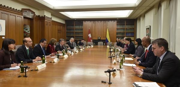 """""""Canadá más que socio, es un gran amigo de Colombia"""": Presidente Juan Manuel Santos"""
