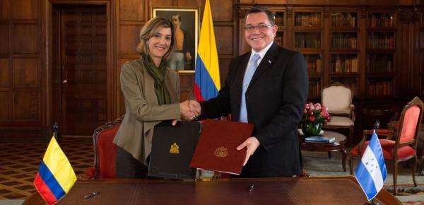 La Viceministra de Relaciones Exteriores, Patti Londoño, y el Subsecretario de Estado para Asuntos de Política Exterior, José Isaías Barahona, realizaron la tercera reunión del Mecanismo Binacional Colombia – Honduras