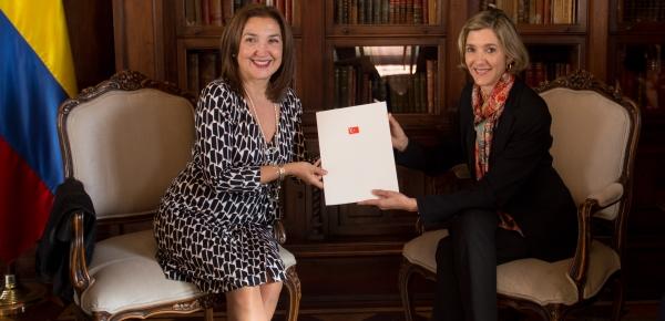 Embajadora de Turquía en Colombia presentó las cartas credenciales a la Viceministra Patti Londoño