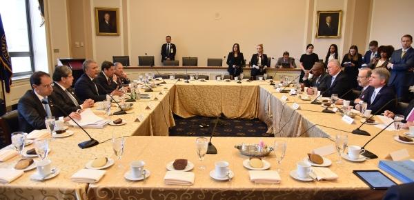 El mandatario colombiano Iván Duque y el Canciller Carlos Holmes Trujillo sostuvieron un encuentro con el Comité de Relaciones Exteriores de la Cámara de Representantes de los Estados Unidos