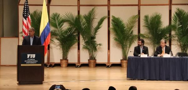 En diálogo con colombianos en Miami, el Canciller Holmes Trujillo reiteró fortalecimiento del programa 'Más y Mejores Servicios'