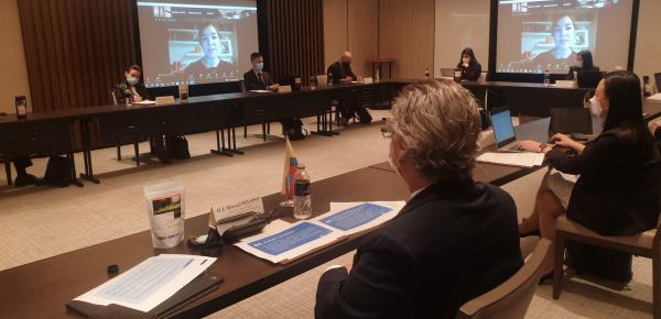 Embajador Manuel Solano lideró primer diálogo sobre energía y economía verde: colaboración entre Colombia y Singapur
