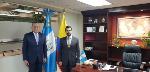 Embajador de Colombia presentó copias de cartas credenciales ante el Viceministro de Relaciones Exteriores de Guatemala