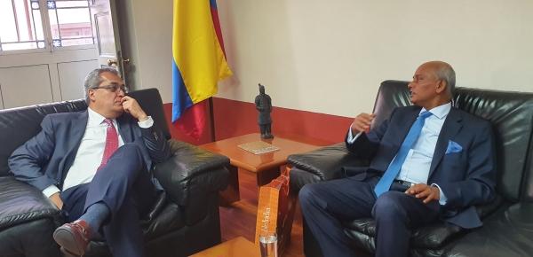 Director de la Academia Diplomática Augusto Ramírez Ocampo se reunió con el embajador de la India en Colombia
