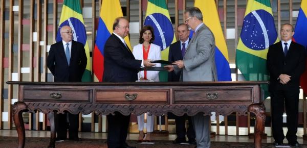 """""""Brasil ha sido nuestro compañero en esta búsqueda de la paz en Colombia"""": Canciller Holguín"""