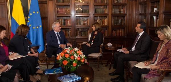 Neven Mimica, Comisario para la Cooperación Internacional y el Desarrollo de la Unión Europea sostuvo encuentro bilateral con la Canciller Holguín
