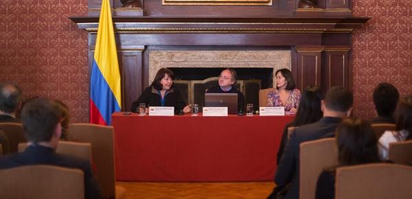 En el Salón Bolívar de la Cancillería se analizaron las tendencias sociales del siglo XXI