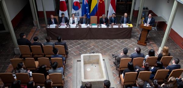 Embajadores y ministros consejeros de países de Asia pacífico participaron en conversatorio sobre integración