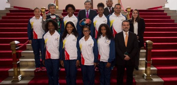 Canciller Trujillo participó en despedida a jugadoras de rugby de La Guajira que viajaron a Japón, con apoyo de la iniciativa Diplomacia Deportiva y Cultural