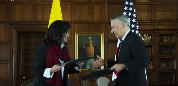 Canciller Claudia Blum y Embajador Philip Goldberg suscriben Memorando de Entendimiento para promover las inversiones