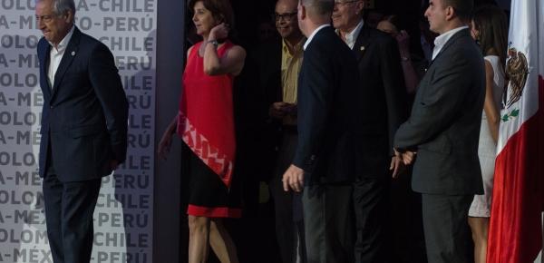 Canciller y Presidente de Perú a la entrada del encuentro privado