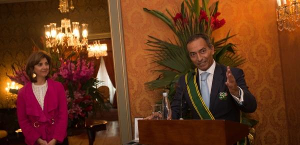 Embajador de Portugal en Colombia recibió la Orden de San Carlos de manos de la Ministra Holguín