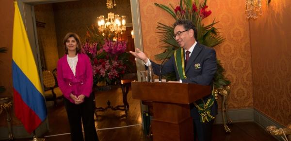 Canciller Holguín condecoró con la Orden de San Carlos al Embajador de Turquía en Colombia