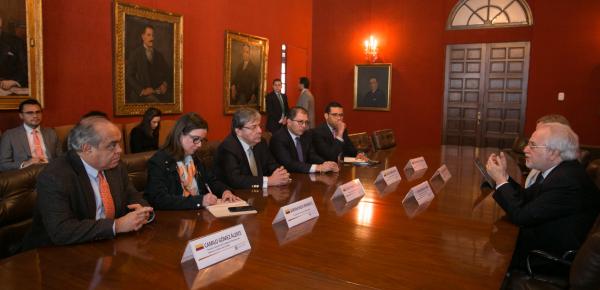 """""""Este es un Gobierno comprometido con la defensa y protección de los derechos humanos"""", señaló el Canciller Carlos Holmes Trujillo durante su encuentro con el Comisionado Francisco Eguiguren, Relator sobre Defensores de la CIDH"""