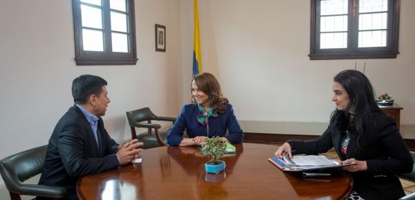 Viceministra de Asuntos Multilaterales, Adriana Mendoza, se reunió con el Secretario General de la Comunidad Andina, Walker San Miguel Rodríguez