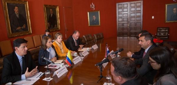 Intercambio de experiencias, prevención y disminución de minas antipersonales: objetivo de la reunión entre la Cancillería colombiana y el Cromac de Croacia