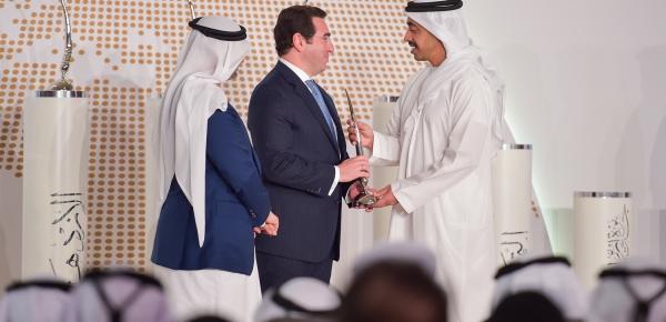 """La Embajada de Colombia en Emiratos Árabes Unidos recibió el """"Premio a la Excelencia"""" por su excepcional cooperación con el Ministerio de Relaciones Exteriores"""