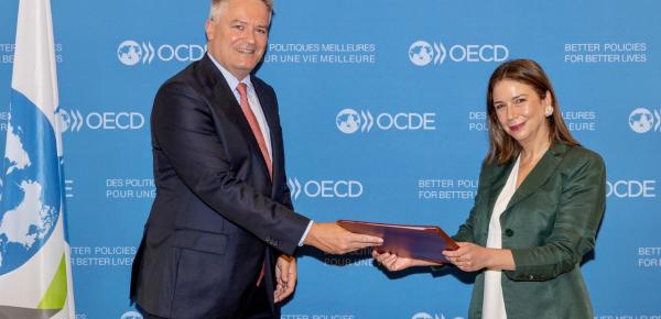 Adriana Mejía Hernández se posesionó cómo nueva Embajadora ante la OCDE