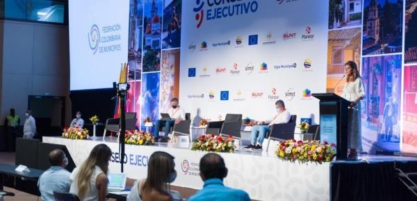 """""""Tenemos que recuperar la confianza ciudadana en el Estado"""": Vicepresidente-Canciller a alcaldes"""