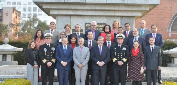 Canciller Holmes Trujillo participó en la clausura del Seminario de Principios de Estrategia Nacional, dirigida a 21 Embajadores y Ministros Plenipotenciarios de la Carrera Diplomática