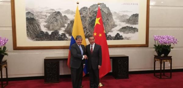 """""""Tratamos temas propios de la relación bilateral, pero hablamos de la necesaria cooperación en escenarios multilaterales"""", Canciller Carlos Holmes Trujillo sobre encuentro con su homólogo de China, Wang Yi"""