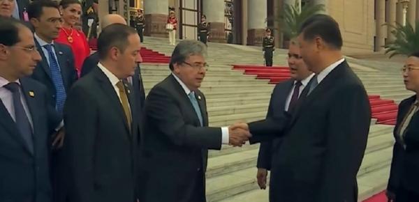 Canciller Holmes Trujillo saludó al Presidente de la República Popular China, Xi Jinping, durante la visita que realiza con el mandatario colombiano, Iván Duque
