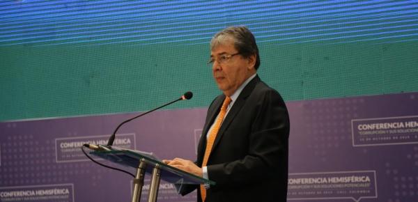 Las democracias tienen que acabar con la corrupción para impedir que la corrupción acabe con las democracias: Canciller Holmes Trujillo
