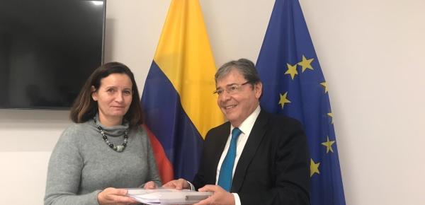 Canciller Trujillo entregó copia del Conpes a la  Directora Ejecutiva para las Américas del Servicio Europeo de Acción Exterior