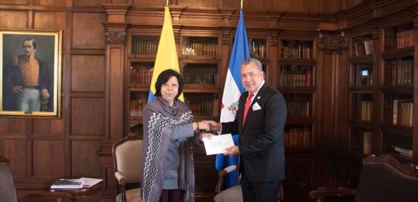 La Viceministra de Relaciones Exteriores recibió las copias de estilo de cartas credenciales del Embajador de República Dominicana en Colombia