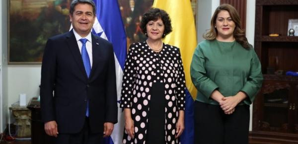 Embajadora Luz Marina Rivera Rojas presentó cartas credenciales ante el Presidente de Honduras, Juan Orlando Hernández