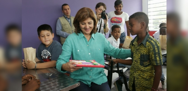 Ministra Holguín comparte con los niños beneficiados de la Casa Lúdica inaugurada en Tumaco
