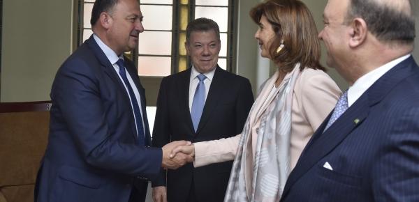 Canciller Holguín se reunió con el Ministro Presidente de Región de Valonia, Willy Borsus