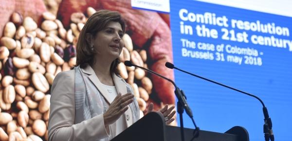 """Ministra Holguín agradeció a la Unión Europea, y a su representante, Federica Mogherini, con esta afirmación: """"jugada completamente por la paz, no solamente por el proceso, sino por lo que viene"""""""